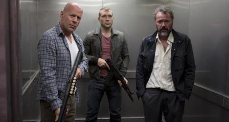 De volta ao trabalho: John McClane entra na missão de seu filho.